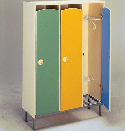 Шкаф для одежды трехсекционный на металлокаркасе